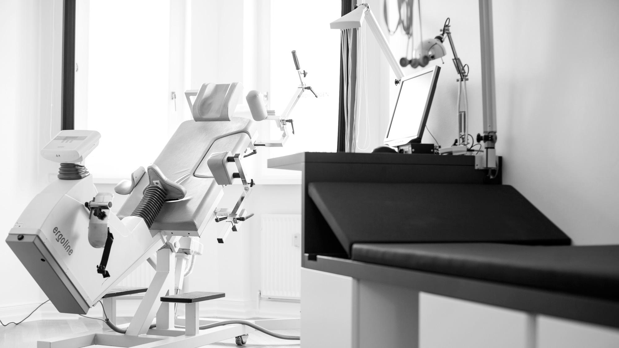 Stressechokardiographie-spezielle Untersuchungsliege für die Stressechokardiographie mit körperlicher Belastung (ergometrische Stressechokardiographie)